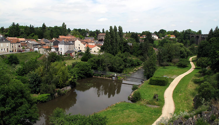 Parthenay : les rives du Thouet (©Huort Christophe)