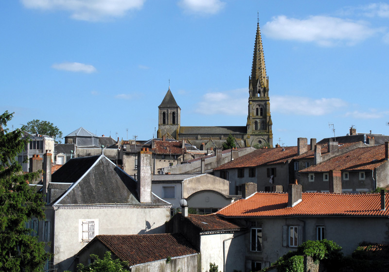 View of the old town of Parthenay (79) - www.huort-ch.com